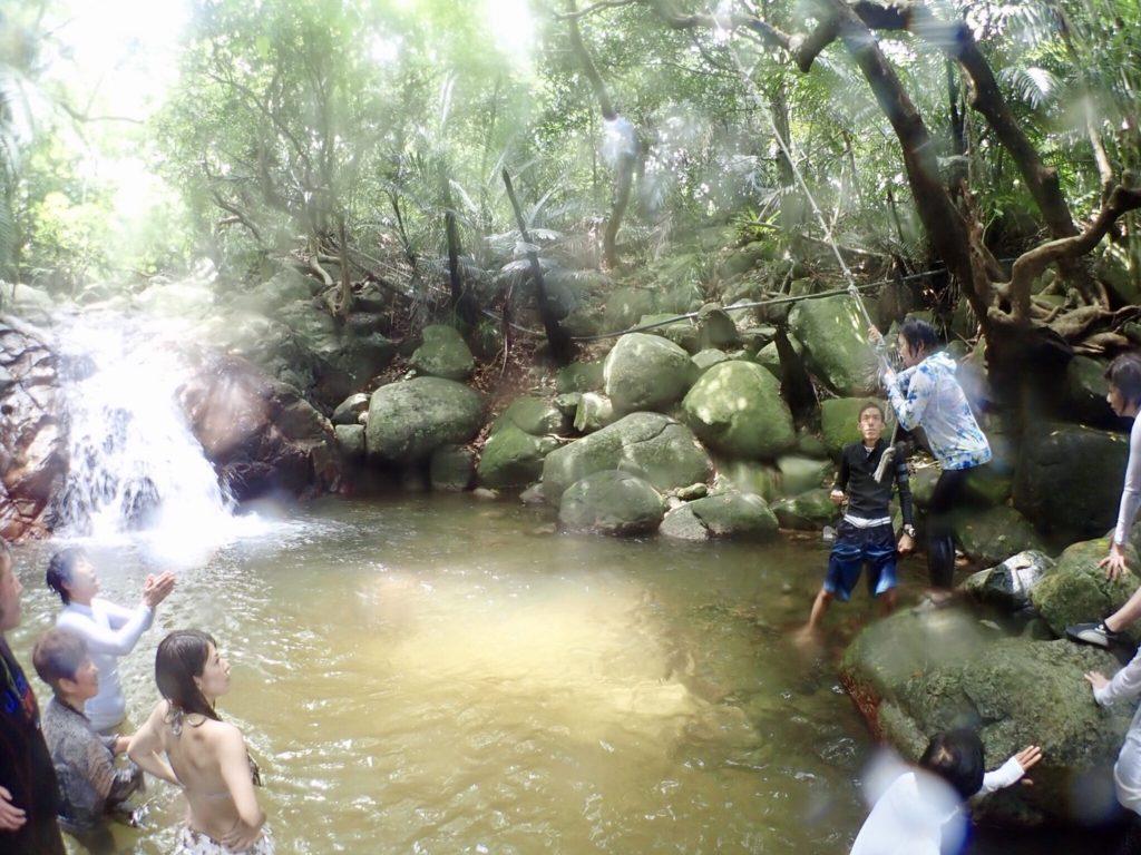 荒川の滝へダイブ